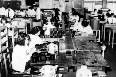 In 1953, Ricoh became Japan's first manufacturer to introduce a belt-conveyor production system. For its successful establishment of the mass production system, Ricoh was recognized by the Okochi Memorial Foundation with a production award.