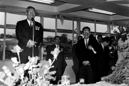 Prime Minister Hayato Ikeda at the opening reception with Ricoh president Kiyoshi Ichimura in May 17, 1962