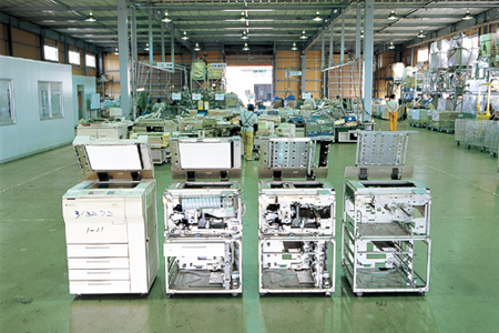 Recycling centers were built in the Kanto and Kyushu regions for disassembling and sorting components of collected used copiers as a part of efforts for energy reduction and recycling