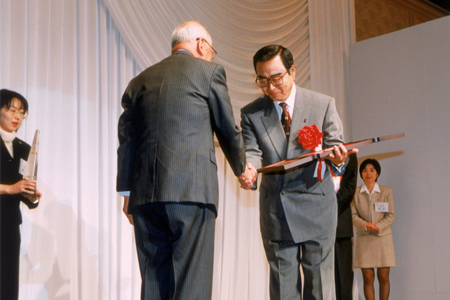Masamitsu Sakurai, Ricoh's president  (right), 