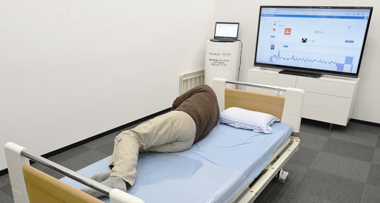 In this bed sensor system demo, the monitor warns that the patient is sleeping on the edge of the bed and shows his vital signs based on his reference weight and respiration.