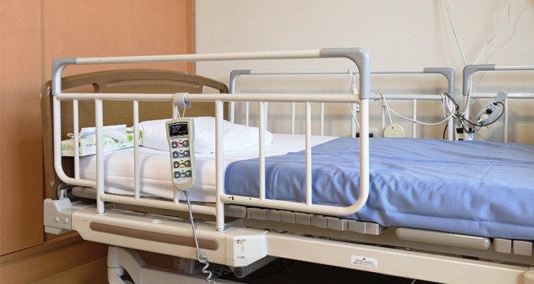 An experimental bed sensor system at Asunaro transmits Wi-Fi signals to notebook PCs located at a nurse station.