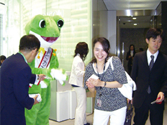 image:Japan: Handing out pocket tissues with a message to encourage leaving the office on time